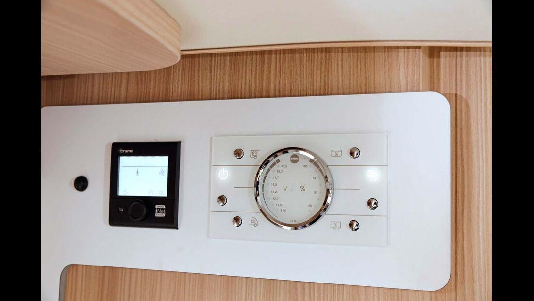 Das Kontrollbord stellt Füllstände und Spannung mit Leuchtdioden dar.