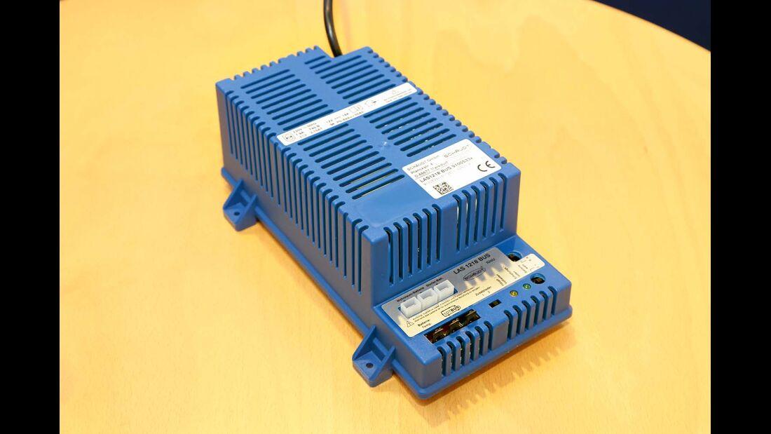 Das Ladegerät LAS 1218 Bus von Schaudt kann auch moderne AGM-Batterien laden.
