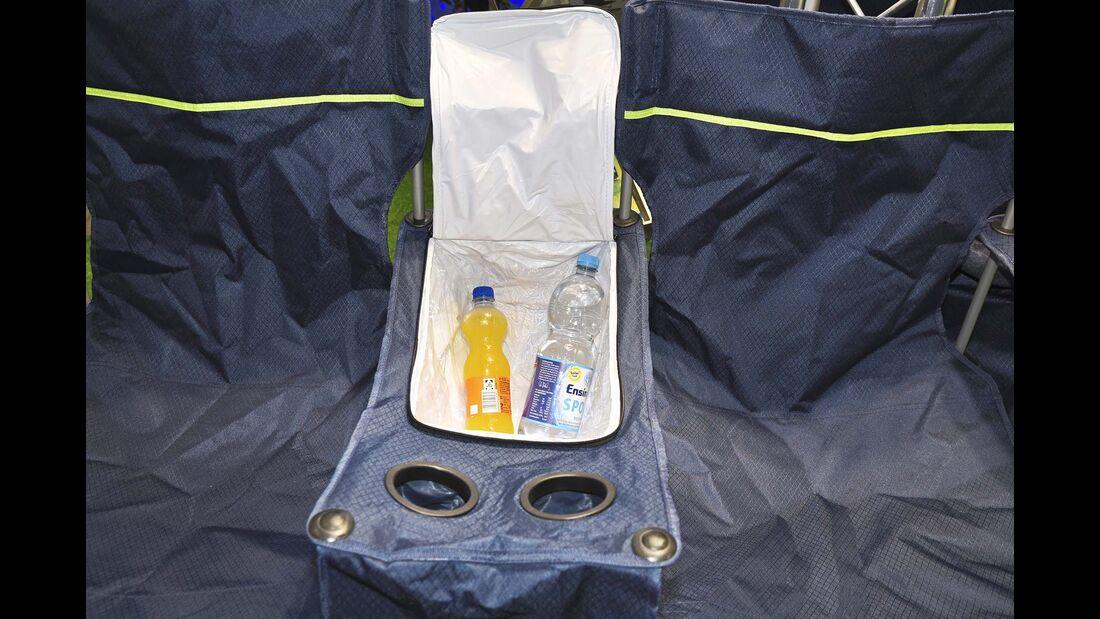 Das Mittelstück beherbergt eine Kühltasche, die ausreichend Platz auch für große PET- Flaschen und Snacks bietet.