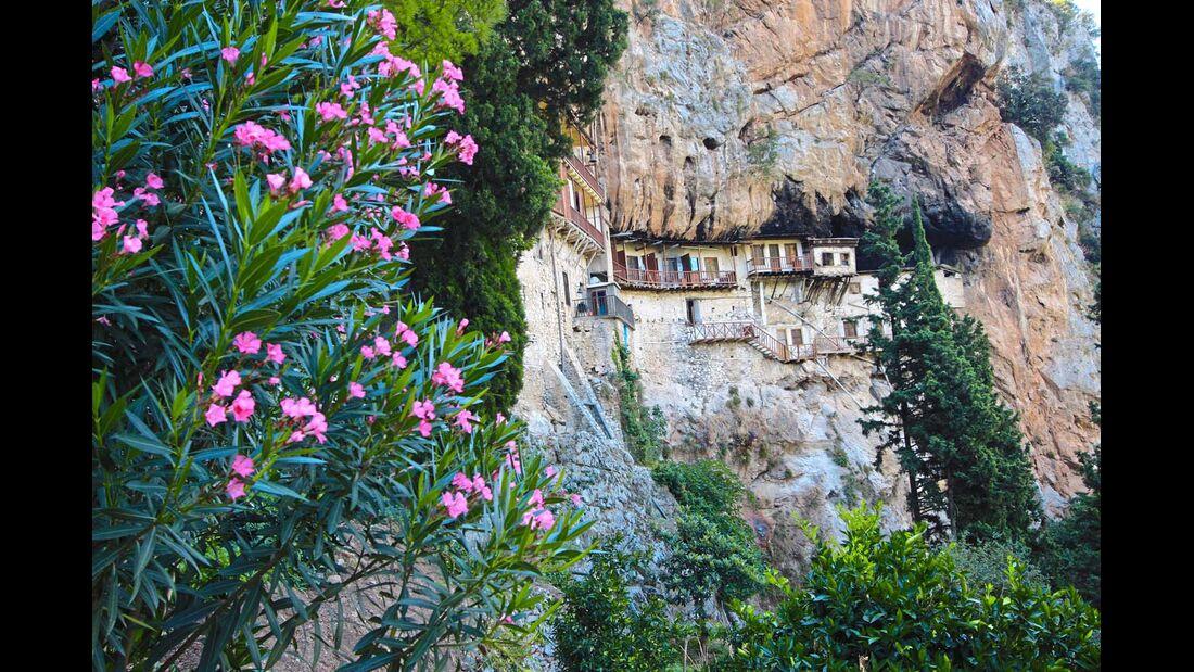 Das Prodromou-Kloster versteckt sich tief hinter den Bergen.