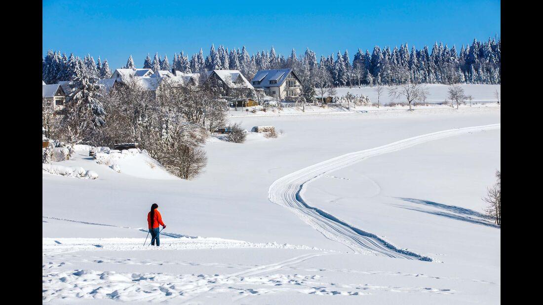 Das Sauerland ist auch ein ideales Gebiet für Langläufer, etwa 500 Kilometer gespurte Qualitäts-Loipen durchziehen die Wintersport-Arena.