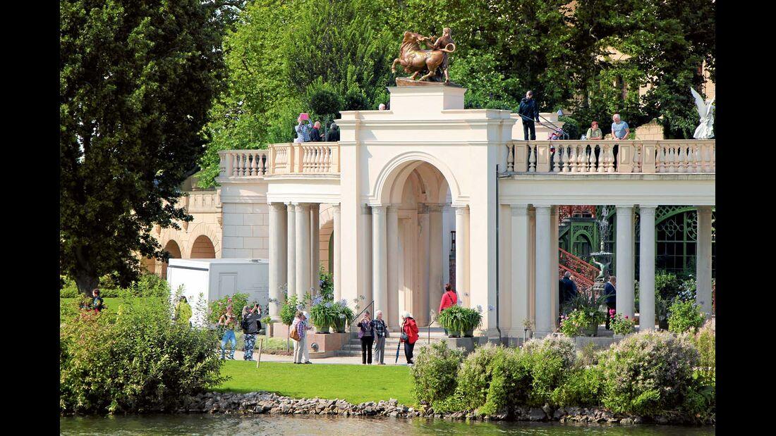 Das Schloss von Schwerin lohnt einen ausgiebigen Besuch.