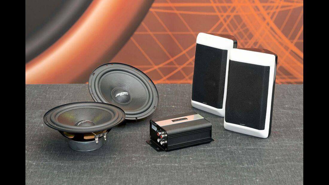 Das Soundpaket I besteht aus Verstärker, Tieftönern und Boxen.
