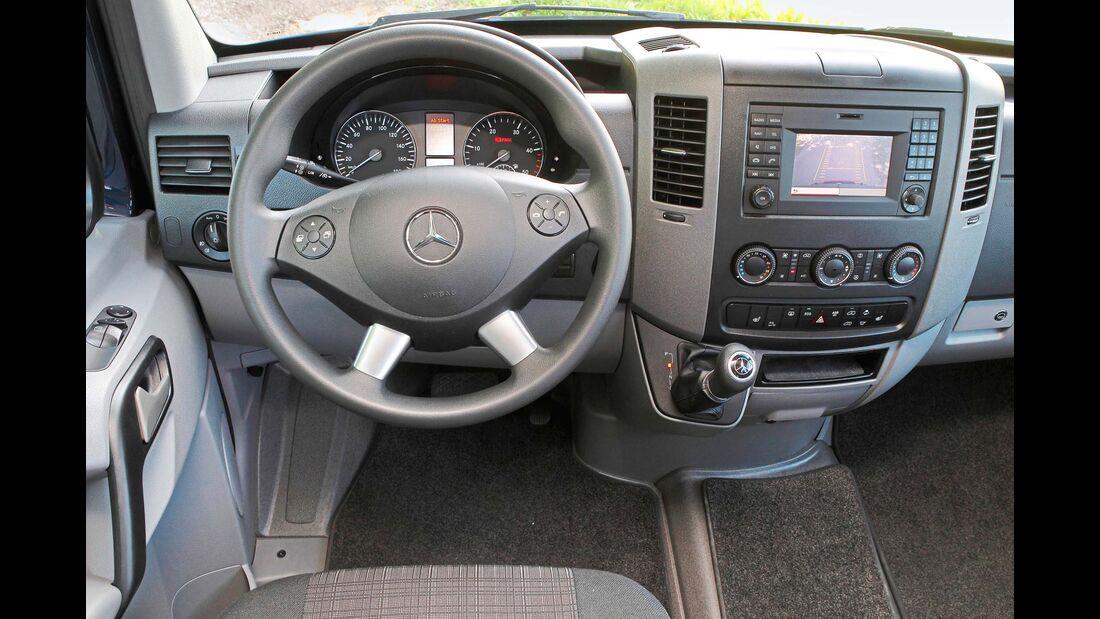 Das Sprinter-Cockpit wirkt im Vergleich schon etwas angejahrt.