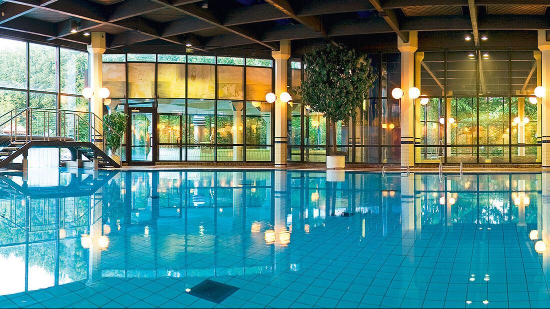 Das Thermalbad bietet 700 Quadratmeter Wasserflaeche.