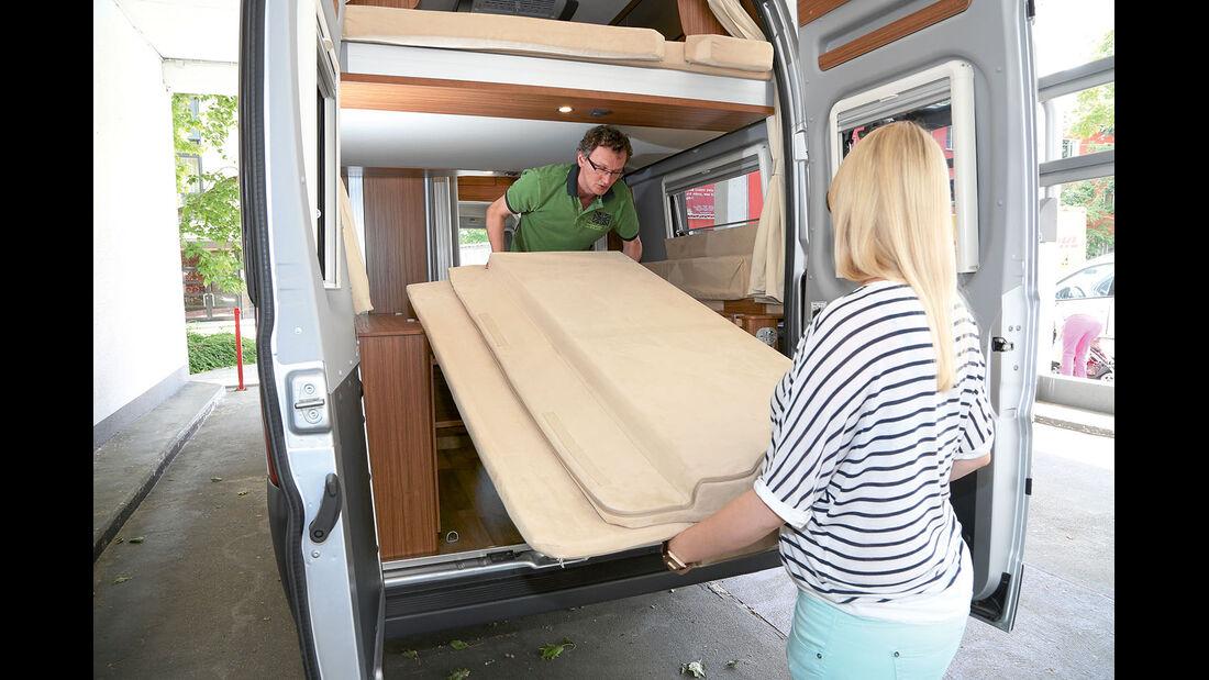 Das Zusatzbett ist gross und schwer.