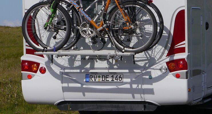 Das ab 2012 vorgesehene Wechselkennzeichen sorgt für Widerspruch, da es die Besteuerung für mehrere Fahrzeuge nicht mindert