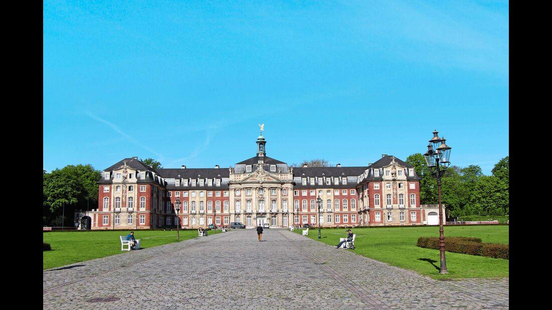 Das großartige Schloss Münster von 1787 ist heute unter anderem Sitz der Westfälischen Wilhelms-Universität.
