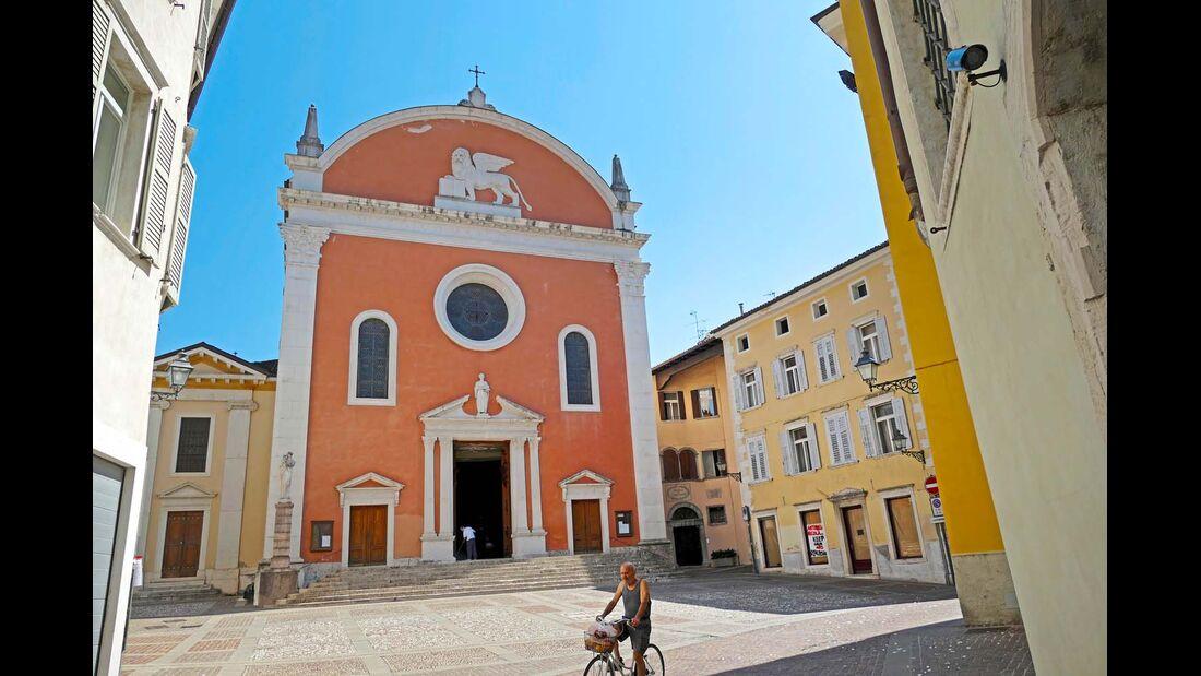 Das im Etschtal gelegene Rovereto bietet schmucke Bauwerke, viel Kultur und Genuss.