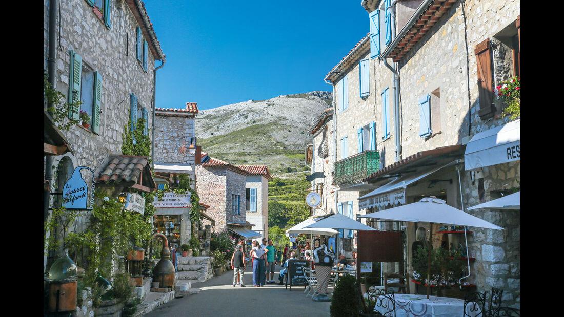 Das mittelalterliche Gourdon gilt als eines der schönsten Dörfer Frankreichs
