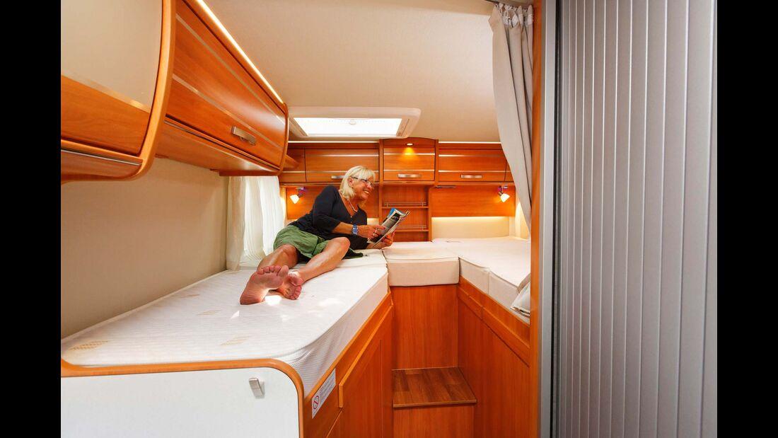 Das rechte Einzelbett erreicht knapp zwei Meter, das linke bleibt mit 1,83 Meter deutlich kürzer.