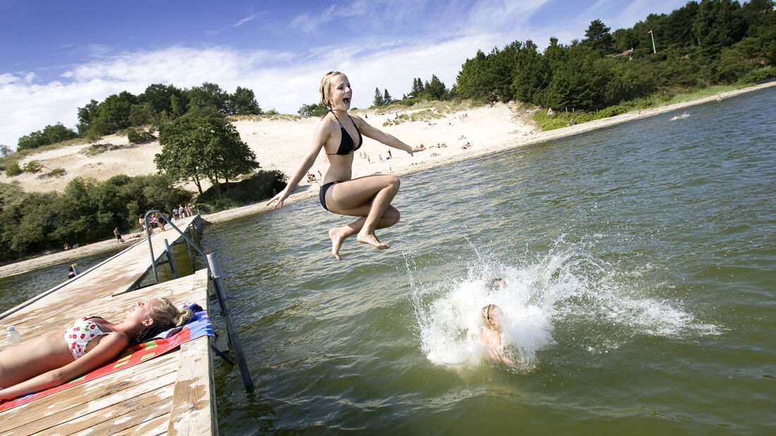 Das süddänische Vejle hat nur knapp über 53.000 Einwohner. Dennoch gibt es ein großes Angebot an Freizeitaktivitäten. Besucher können bei einem Tagestrip shoppen oder in den Fjorden baden.