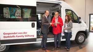 Dehtleffs Family Stiftung spendet Transporter