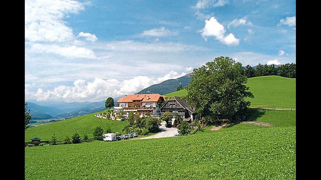 Der Berggasthof Amaten liegt mitten im Grünen.