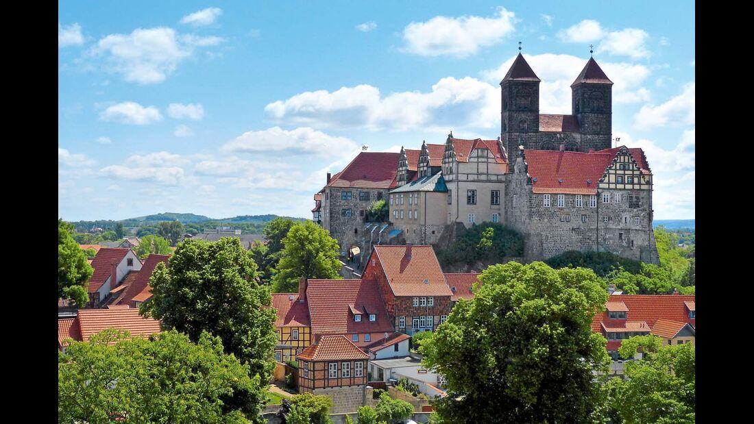 Der Blick vom Münzberg auf Dom und Schloss Quedlinburg.
