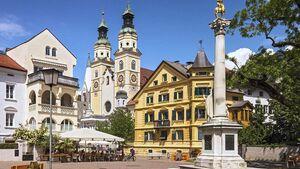 Der Brixner Dom mit seinen zwei Türmen ist das Wahrzeichen der Bischofsstadt.