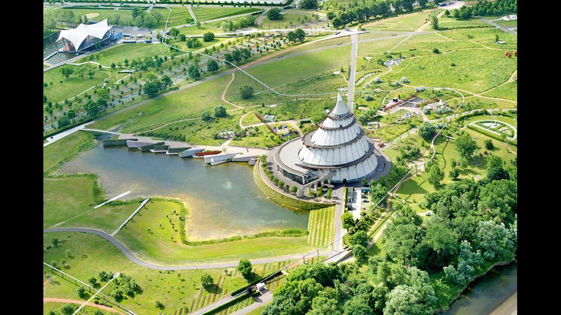 Der Elbauenpark in Magdeburg mit dem Jahrtausendturm.