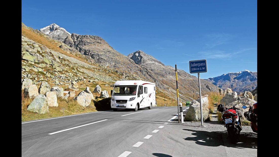 Der Euro Mobil Integra Line 690 HB am Julierpass, Schweiz