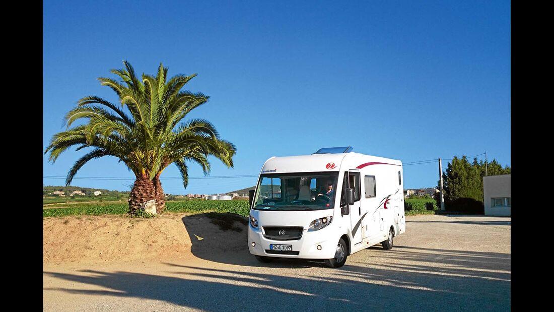 Der Euro Mobil Integra Line 690 HB an der Costa Brava in Spanien