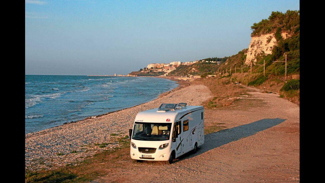 Der Euro Mobil Integra Line 690 HB in Rodi Garganico in Italien