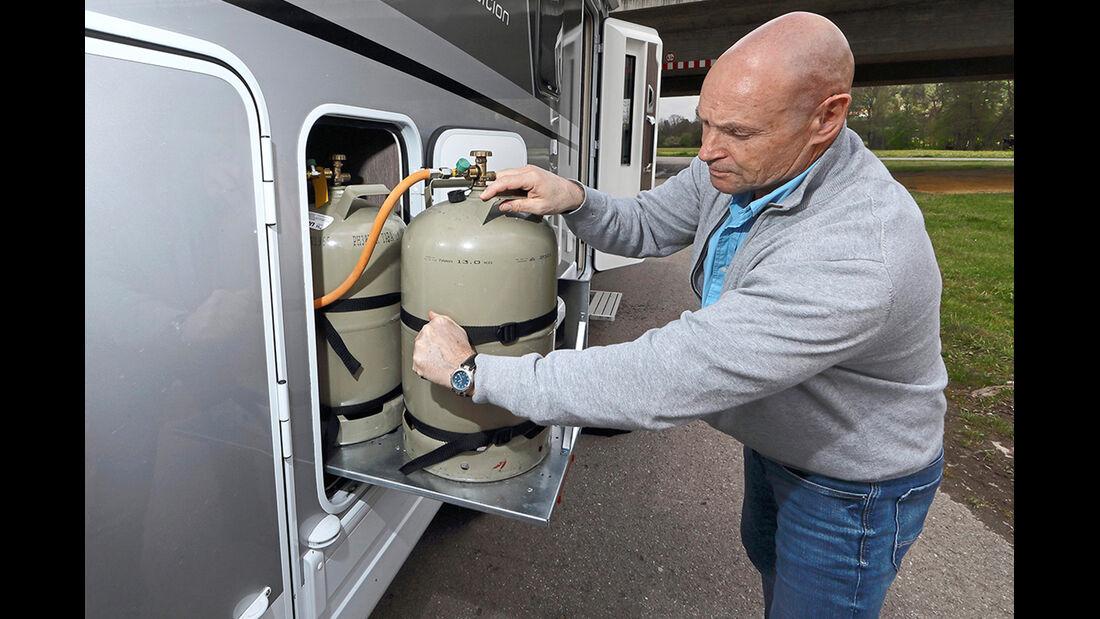 Der Flaschenauszug macht das Wechseln und Hantieren an den Gaszylindern sehr einfach.