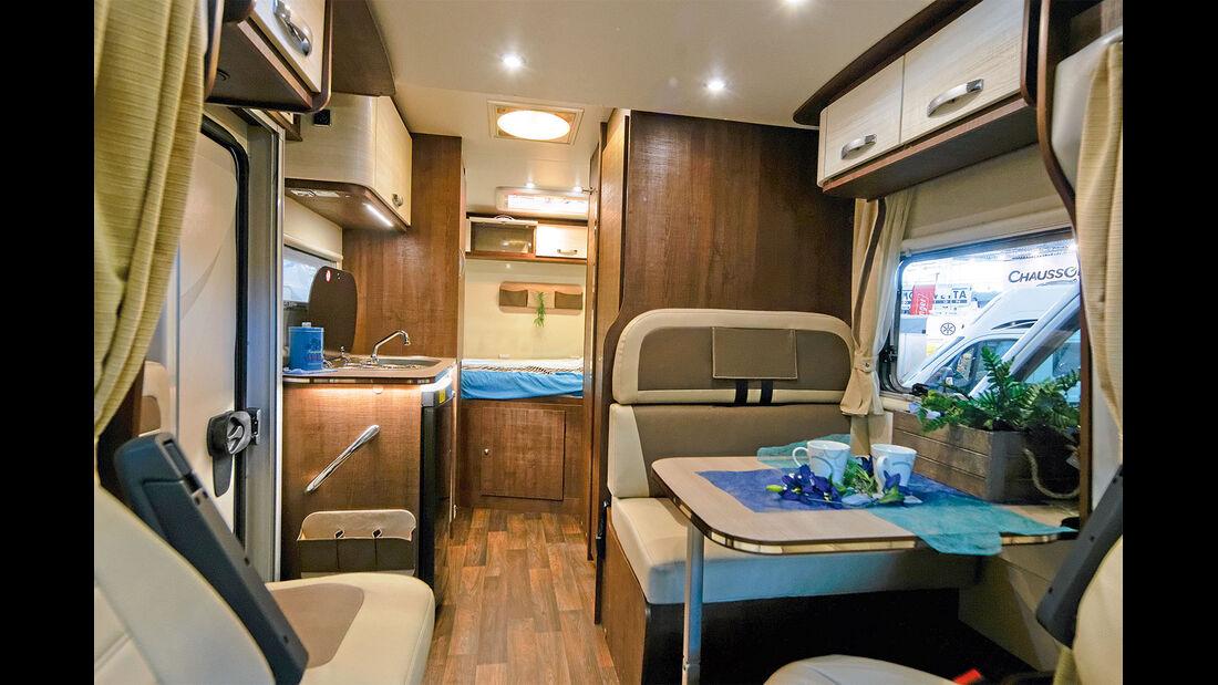 Der Forster bietet ein großes Heckbett und optional ein Hubbett vorn.