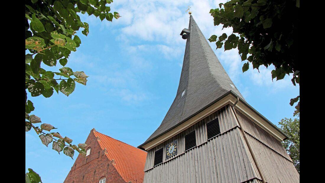 Der Glockenturm von St. Matthias in Jork wurde neben der Kirche errichtet.