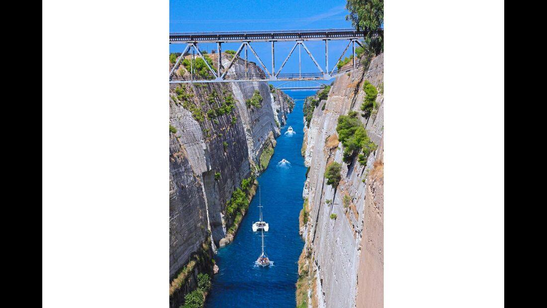 Der Kanal von Korinth macht die Peloponnes faktisch zu einer Insel.