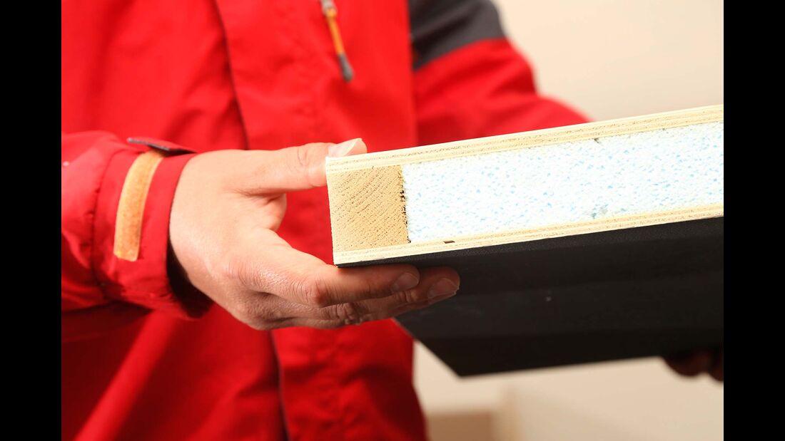 Der Klassiker: die viele Jahre bewährte Unterbodenkonstruktion mit  Sperrholzplatten, Holzgerüst, Styroporisolierung und Unterbodenschutz.