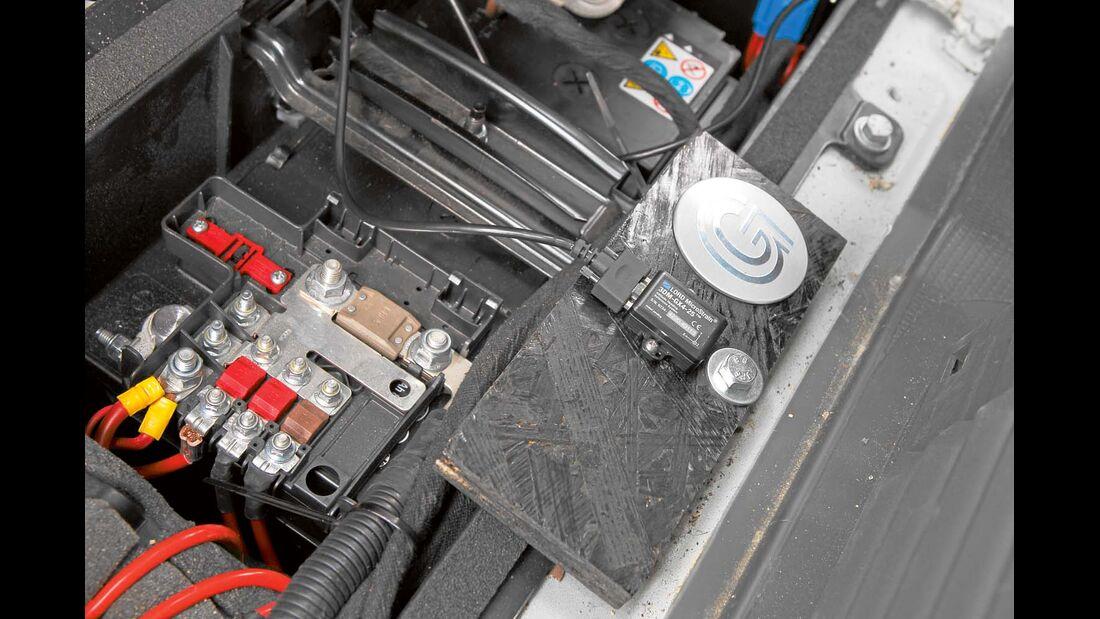 Der Komfort-Messsensor wird auf den Boden des Fahrerhauses montiert.