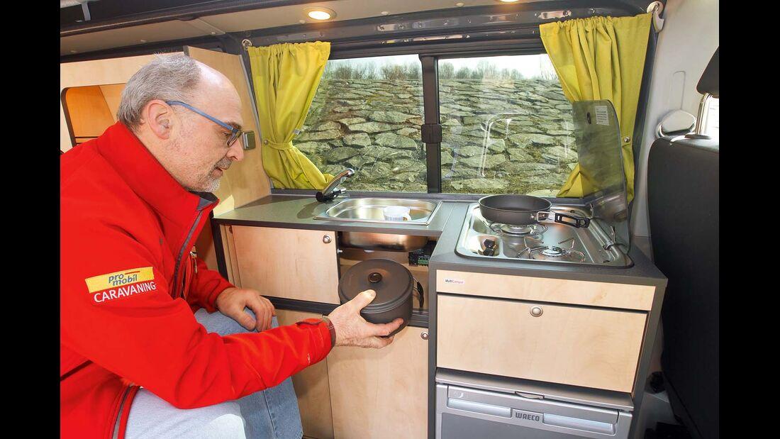 Der L-förmige Küchenblock bietet trotz kompakter Maße gute Funktionalität