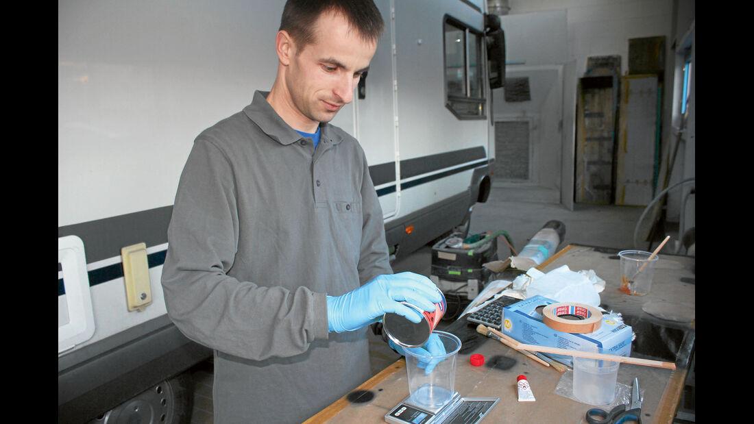 Der Profi empfiehlt das einfacher mischbare Polyester-Harz.