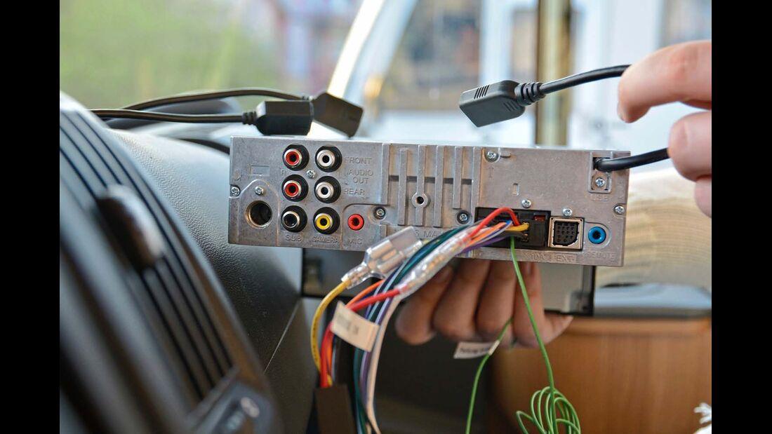 Der Receiver besitzt nur einen USB-Eingang. Sind mehrere Anschlüsse vorhanden, muss ein Hub zwischengeschaltet werden.