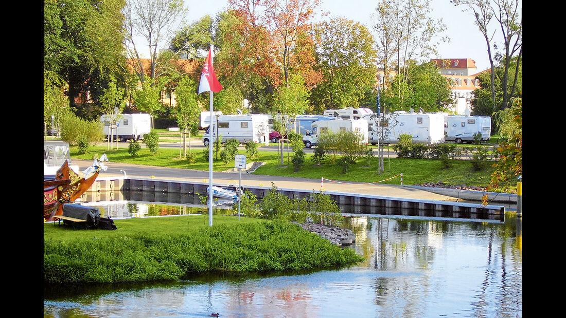 Der Reisemobilstellplatz am Schlosshafen.