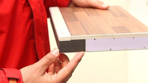 Der Robuste: ein moderner Fahrzeugboden mit Sperrholzplatte innen, PU-Kantenleisten, XPS-Isolierung und 1,5 mm starker GfK-Außenplatte.