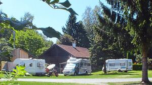 Der Stellplatz in Drachselsried ist ein guter Startpunkt für die Erkundung der Umgebung. Zum Beispiel ist Regen in der Nähe.
