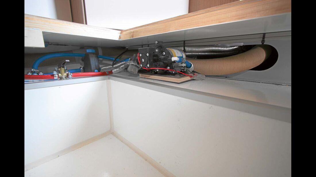 Der Zentraldoppelboden reicht nicht über die ganze Aufbaubreite.