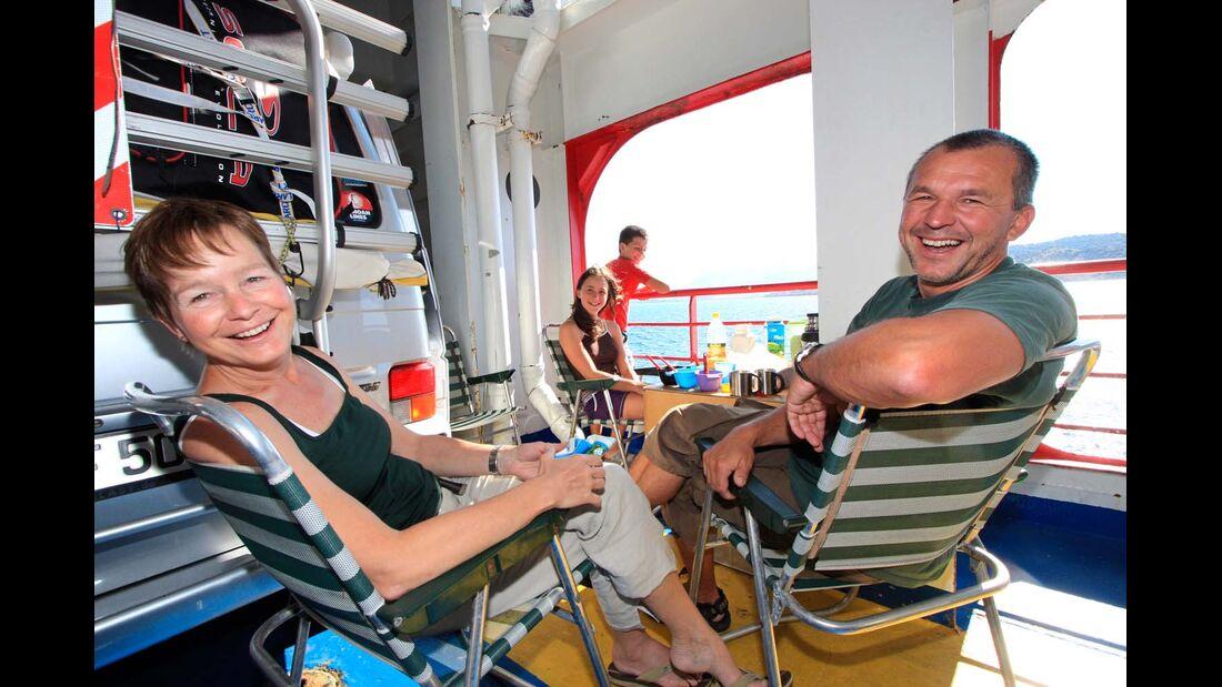 Der angenehmste Weg nach Griechenland ist mit einer Camping-an-Bord-Fähre.