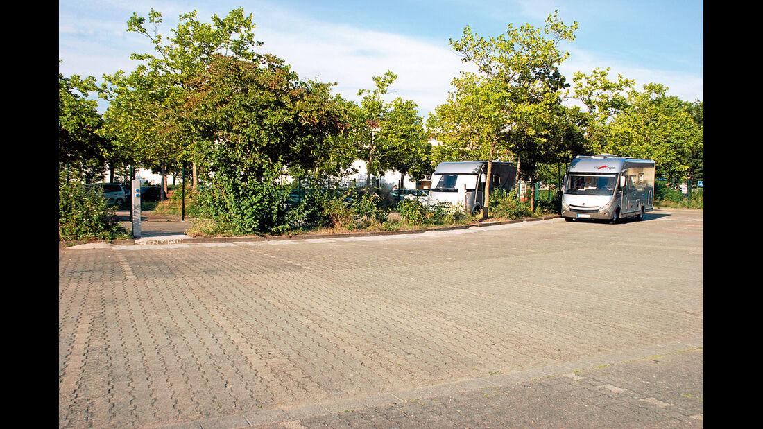 Der gepflasterte Teil  des angelegten Stellplatzes.