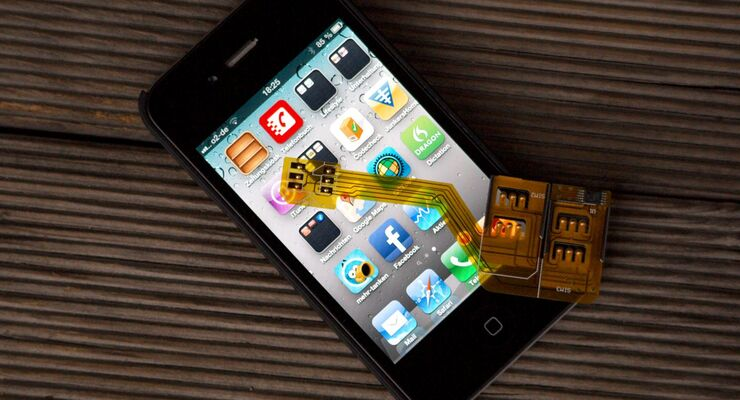 Der neue Triple-SIM-Adapter von Callstel erlaubt, bis zu drei Handy-Verträge in einem  iPhone 4/4S zu nutzen.