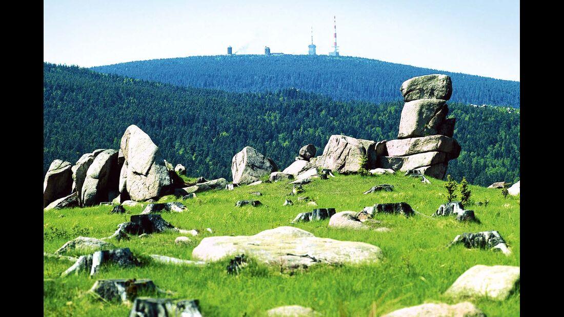Der weite Blick hinüber zum 1142 Meter hohen Brocken.