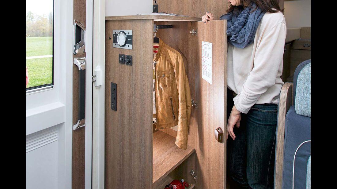Der zweite Kleiderschrank ist einfach zugänglich.