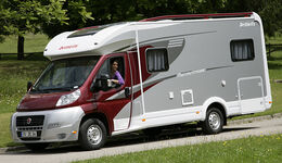 Dethleffs hat die teilintegrierten und vollintegrierten Reisemobile der Advantage-Baureihe zum Modelljahr 2012 modernisiert
