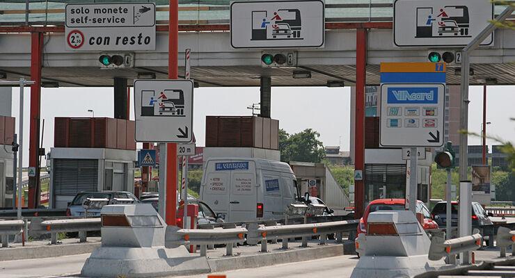 Die Autobahngesellschaften in Italien haben ihre Maut im Durchschnitt um sechs Prozent für Pkws und um zehn Prozent für Gespanne erhöht