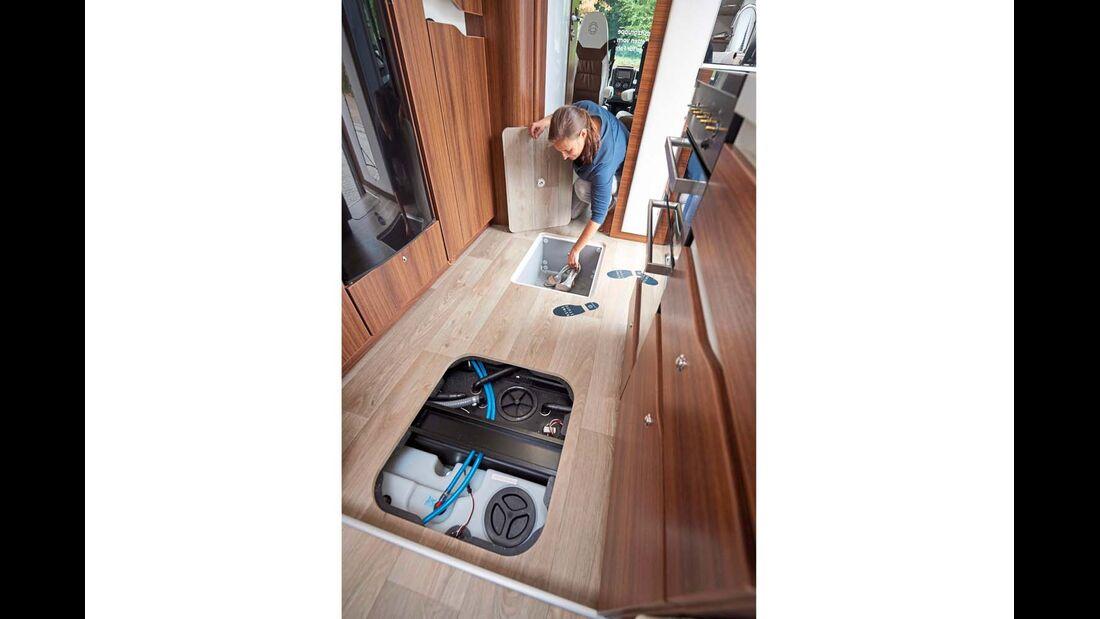 Die Bordtechnik ist frostsicher im Doppelboden installiert.