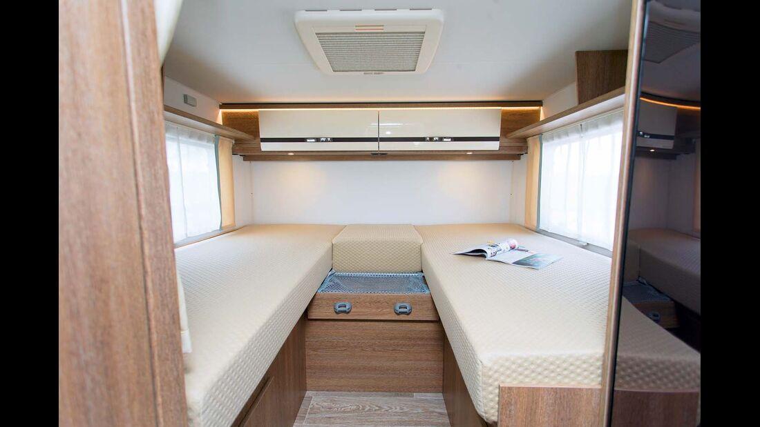 Die Einzelbetten verwöhnen mit dicken Matratzen.