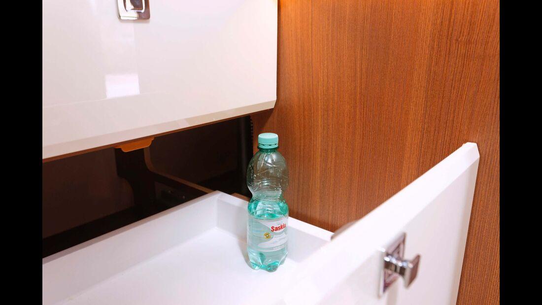 Die Flanken der Küchenschubladen sind niedrig. Da kann während der Fahrt leicht was herausfallen.