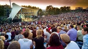 Die Freilichtbühne Loreley bietet im Sommer 2014 etwa 20 Großveranstaltungen und Festivals.