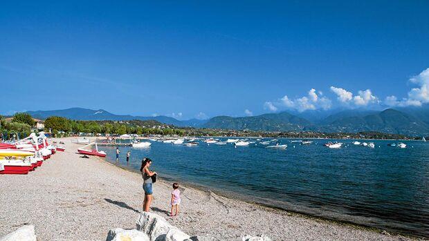 Die Gemeinde besteht aus mehreren Dörfern, die sich landeinwärts vom See aneinanderreihen.
