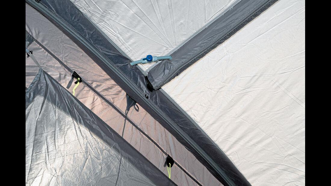 Die Luftschlaeuche sind beim Outwell-Zelt miteinander verbunden.